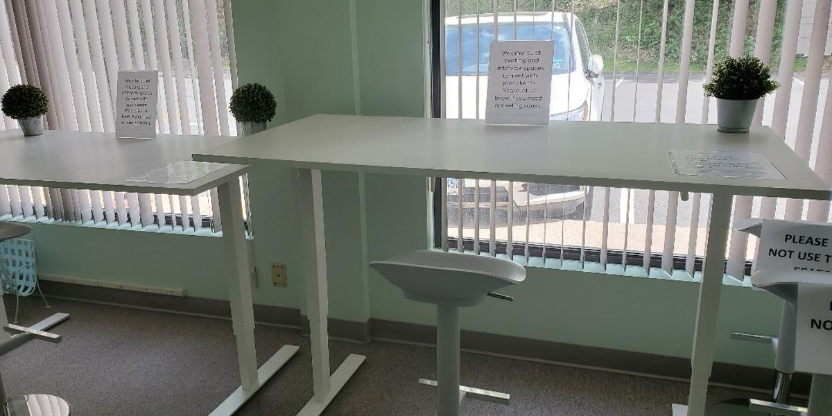 Photo of Middlebury High Table Desk 2